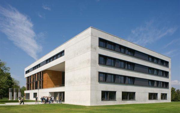 https://www.legaltech-ur.de/wp-content/uploads/2019/08/iia1_vielberth_gebaeude_in_regensburg_stefan_hanke-e1566507329408-600x375.jpg